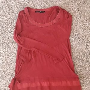 Tee with neck and hem detail